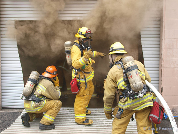 LAFD Engine 86 setting up to protect firefighters working inside the building.