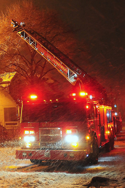Detriot, MI Box Alarm Georgia & Van Dyke Heavy fire on arrival during a snow storm Ladder 16 is  setting  up