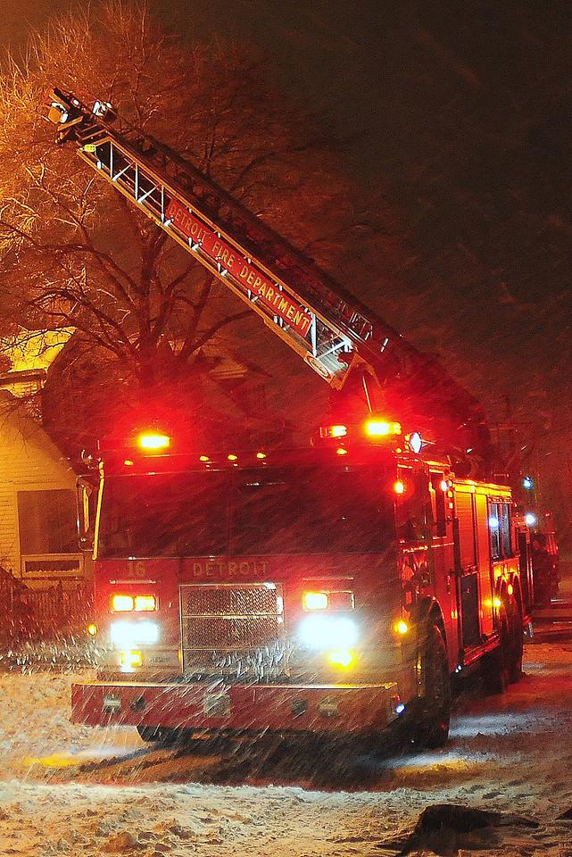 Detriot, MI Box Alarm Georgia & Van Dyke Heavy fire on arrival during a snow storm Ladder 16 is  setting  up