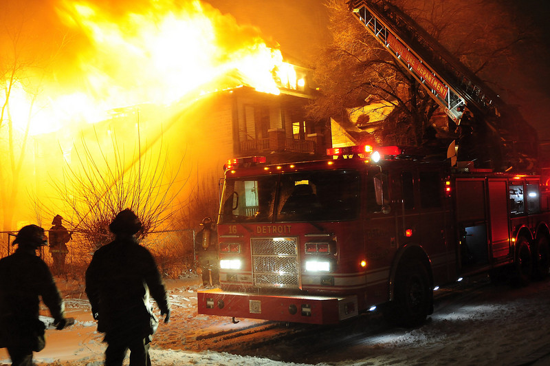 Detriot, MI Box Alarm Georgia & Van Dyke Heavy fire on arrival during a snow storm