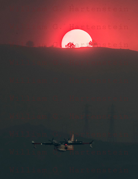 Rye Fire Super Scooper makes one last pass just before the Sun sets 12-05-2017