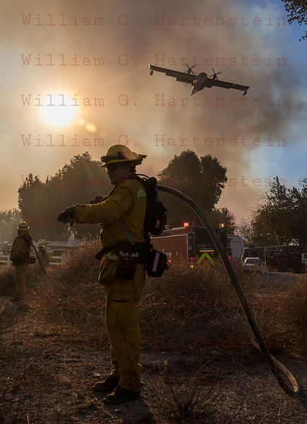 Rye Fire LACoFD FF from 104's in Valencia Travel Village 12-05-2017