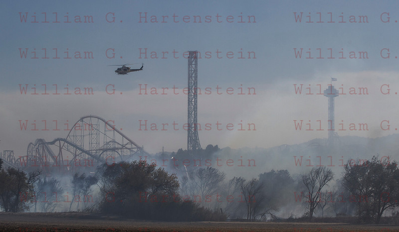 Rye Fire LACoFD Copter 14 flies over Magic Mountain after a drop 12-05-2017