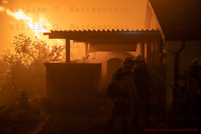 Woolsey_Fire Ventura County Fire on Widler St. Thousand Oaks, CA. 11-09-2018