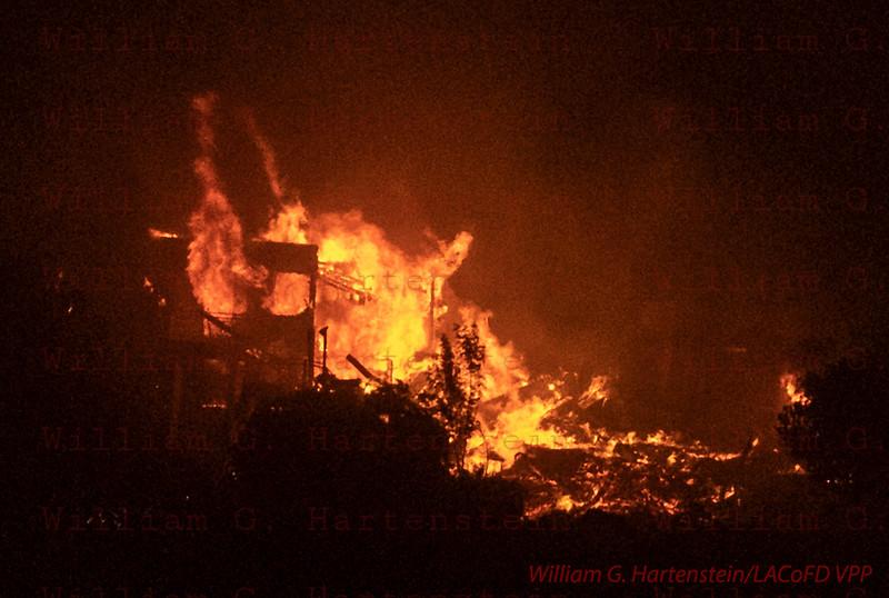 Woolsey Fire off Kanan Road 11-09--2018