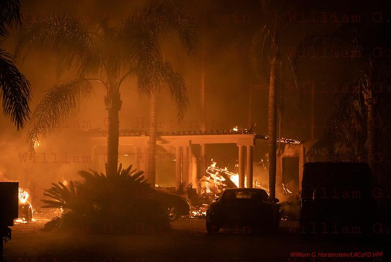 Woolsey Fire on Via Venezia just off Kanan Road 11-09--2018