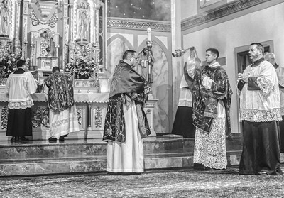 FSSP LatinMass St  Marys incense 4 b+w-1