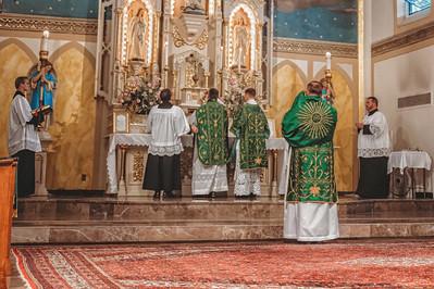 FSSP LatinMass St  Marys altar 4-1