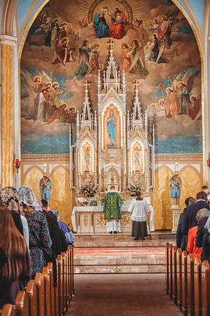 FSSP LatinMass St  Marys altar tall-1