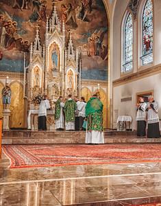 FSSP LatinMass St  Marys altar 3-1