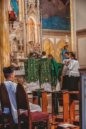 FSSP LatinMass St  Marys altar 2-1