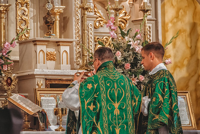 FSSP LatinMass St  Marys altar books paten-1