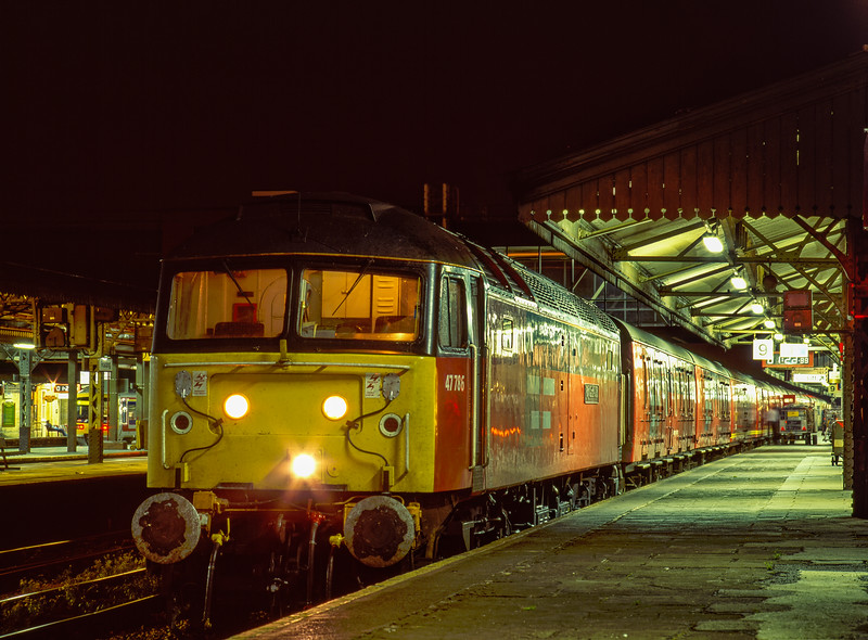 """47786 """"Roy Castle OBE"""" at Reading with 1O81, the 21:00 Manchester - Dover TPO, <br /> on 27th September 1996. This was the final working of this service. Scanned transparency."""