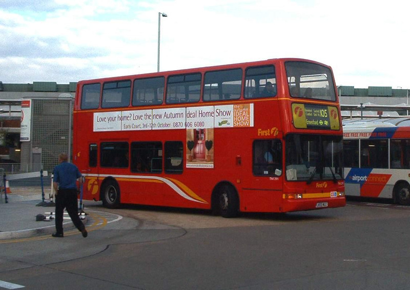 33291 - LK03NKT - Heathrow Airport (bus station) - 30.10.03