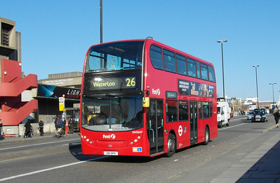 33637 - SN11BPK - London (Waterloo Bridge) - 2.4.13