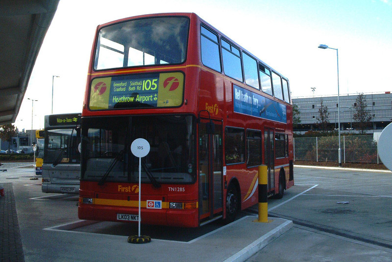 33285 - LK03NLC - Heathrow Airport (bus station) - 30.10.03