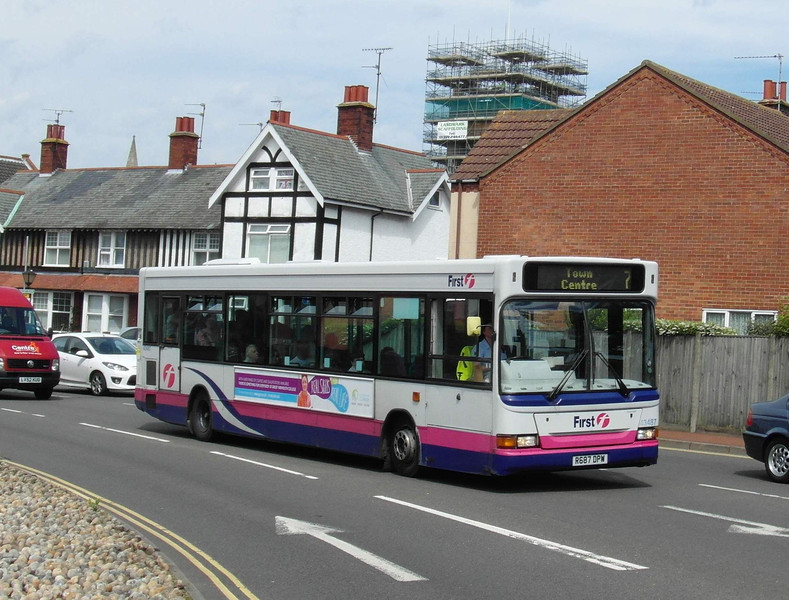 43487 - R687DPW - Great Yarmouth (Priory Plain) - 1.8.12