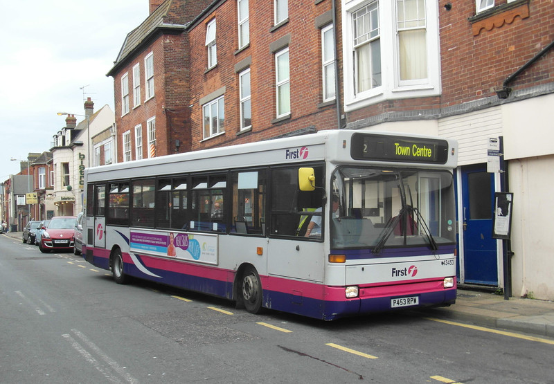 43453 - P453RPW - Great Yarmouth (town centre) - 1.8.12