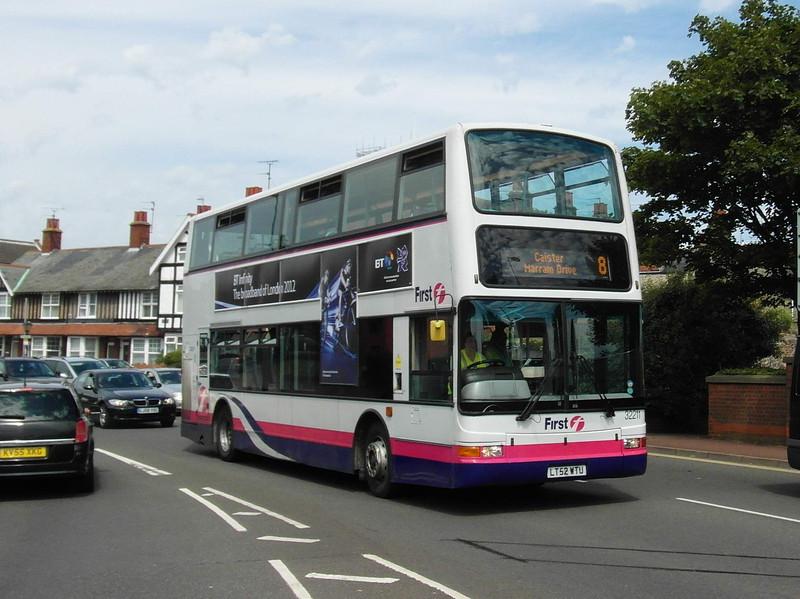 32211 - LT52WTU - Great Yarmouth (Priory Plain) - 1.8.12
