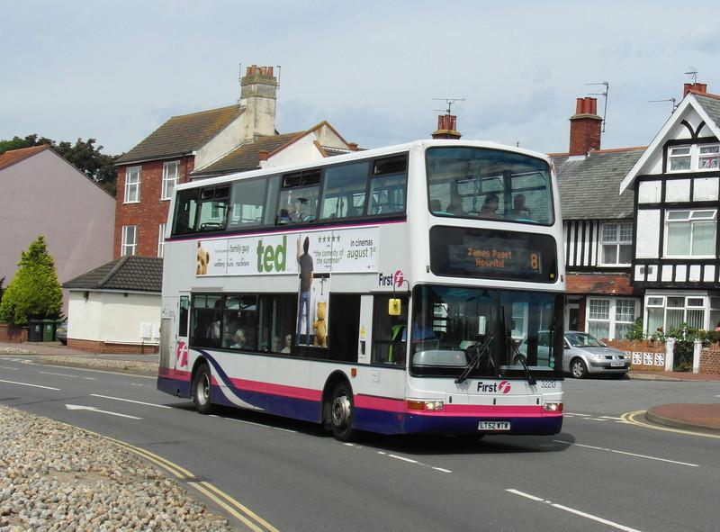 32213 - LT52WTW - Great Yarmouth (Priory Plain) - 1.8.12