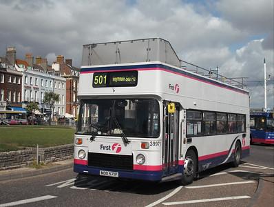 39971 - MOD571P - Weymouth (King's Statue) - 4.9.09