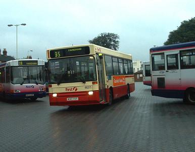 46317 - M317YOT - Fareham (bus station) - 30.4.04