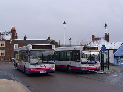 42513 alongside 42514 - Hamble Square - 2.2.09