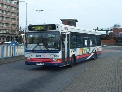 42116 - R616YCR - Portsmouth (The Hard) - 11.4.04