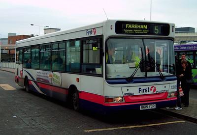 42115 - R615YCR - Portsmouth (The Hard) - 30.12.04