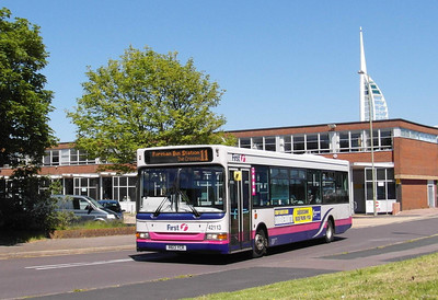 42113 - R613YCR - Gosport (bus station) - 8.6.13