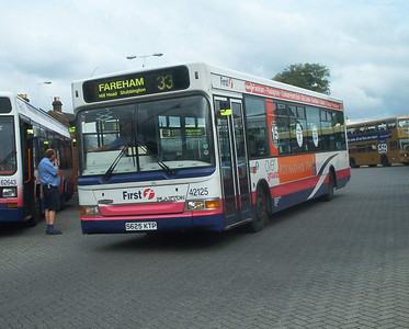 42125 - S625KTP - Fareham (bus station) - 9.7.04