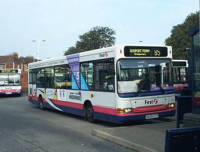 42128 - S628KTP - Fareham (bus station) - 25.8.03