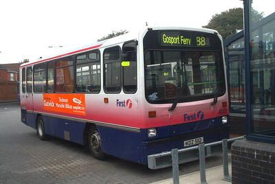 45412 - KDZ5112 - Fareham (bus station) - 15.4.04