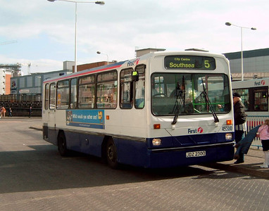 45300 - JDZ2300 - Portsmouth (The Hard) - 12.4.06