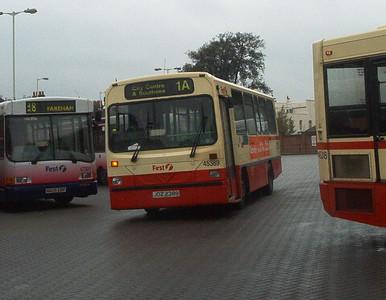 45389 - JDZ2389 - Fareham (bus station) - 30.4.04