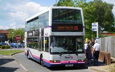 32701 - V701FFB - Locks Heath (centre)