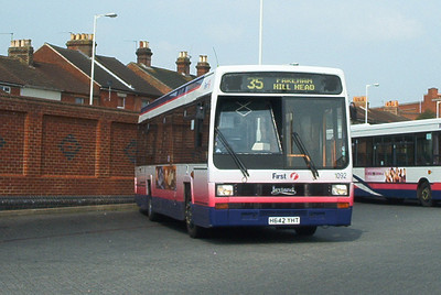 62642 - H642YHT - Fareham (bus station) - 15.8.03