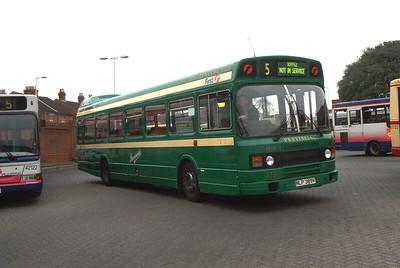 432 - NLP389V - Fareham (bus station) - 15.4.04