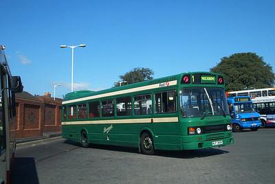 432 - NLP389V - Fareham (bus station) - 17.8.03
