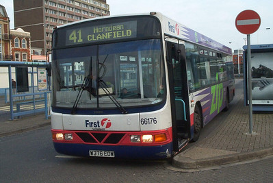 66176 - W376EOW - Portsmouth (The Hard) - 11.4.04