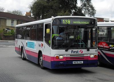 60521 - H679THL - Fareham (bus station) - 26.4.10