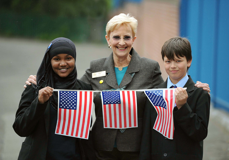 Pic Andrew Teebay. Story Ben Turner. The First Lady of Georgia,USA,Sandra Deal,visiting Shorefields Technology College,as part of a partnership with the Savannah Christian Preparatory School In Georgia. The First Lady Sandra Deal(centre),with pupils Firdoasa Ali 12(left),& Kamil Jendrysik 12......