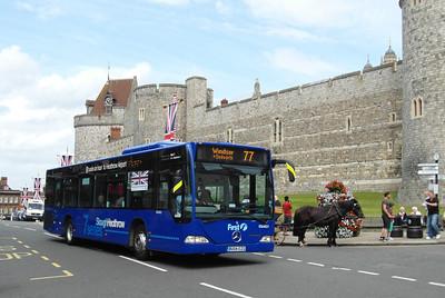 64021 - BU04EZG - Windsor (Thames St) - 16.8.12