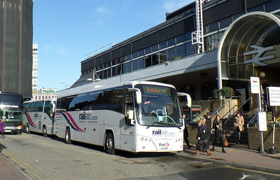20807 - YX11HPP - Reading (railway station) - 8.4.14