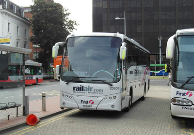 20807 - YX11HPP - Reading (railway station) - 16.8.12