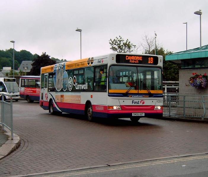 42937 - SN05DZT - Truro (bus station) - 27.7.05