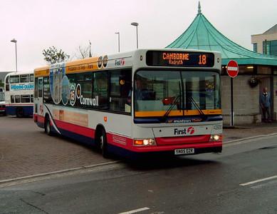 42935 - SN05DZR - Truro (bus station) - 27.7.05