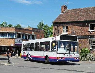 42834 - V834DYD - Taunton (Castle Way) - 31.5.13