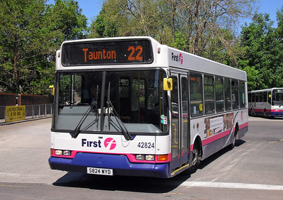 42824 - S824WYD - Taunton (bus station) - 27.5.10