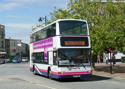 32930 - W899VLN - Taunton (Parade)